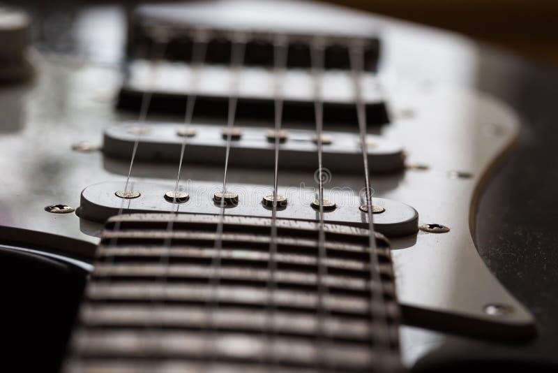 Ciérrese para arriba del elemento de la guitarra eléctrica imagen de archivo libre de regalías