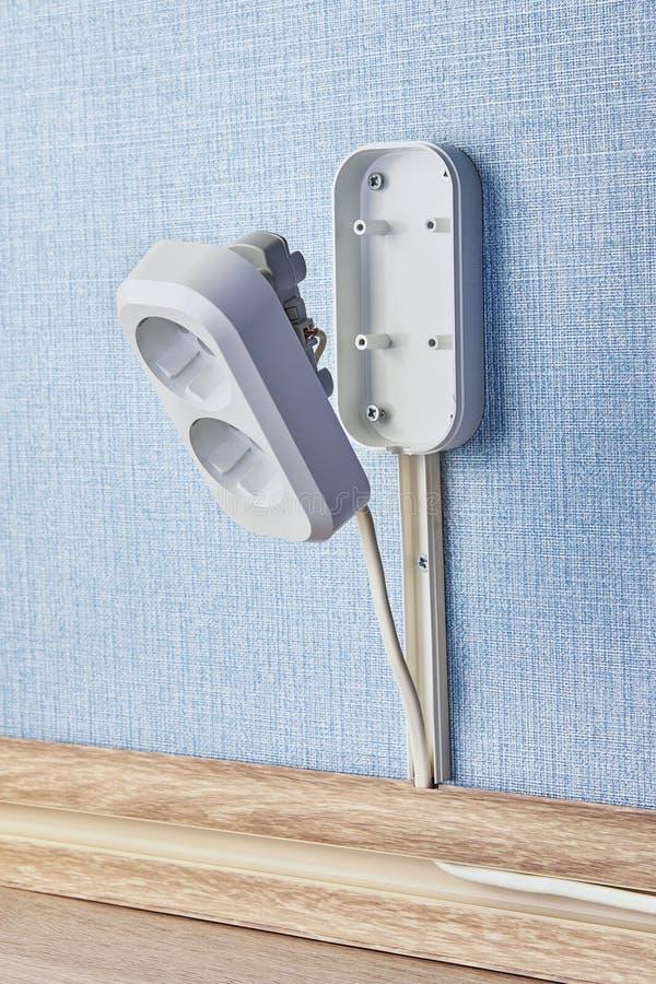 Ciérrese para arriba del enchufe de pared eléctrico imagen de archivo libre de regalías