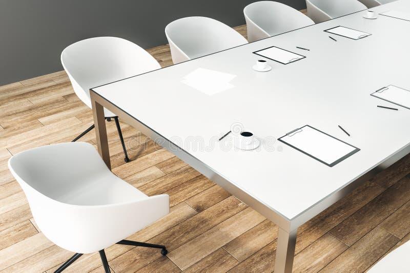 Ciérrese para arriba del escritorio de la sala de conferencias ilustración del vector