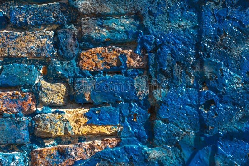 Ci?rrese para arriba del estuco y de la pared de ladrillo pintados azules brillantes en la isla de Burano cerca de Venecia, Itali fotografía de archivo libre de regalías