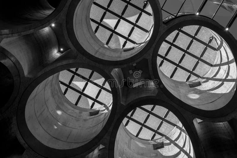 Ciérrese para arriba del interior del museo de Zeitz Mocaa de Art Africa contemporáneo, en la costa de V&A, Cape Town, Suráfri fotos de archivo