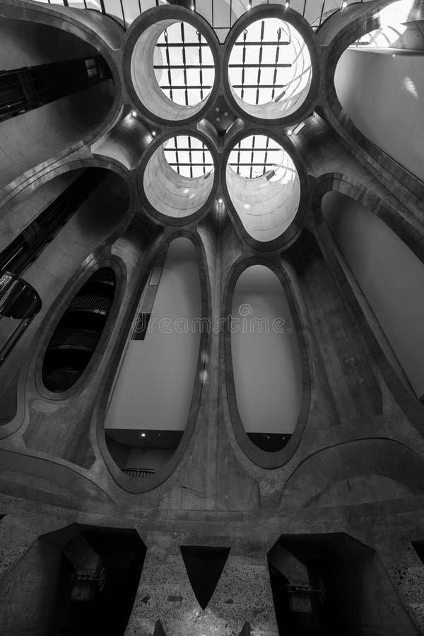 Ciérrese para arriba del interior del museo de Zeitz Mocaa de Art Africa contemporáneo, en la costa de V&A, Cape Town, Suráfri fotos de archivo libres de regalías