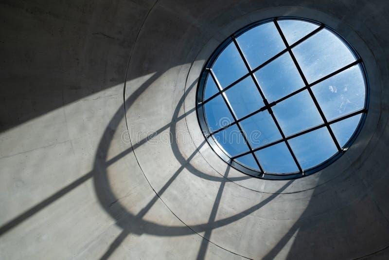 Ciérrese para arriba del interior del museo de Zeitz Mocaa de Art Africa contemporáneo, en la costa de V&A, Cape Town, Suráfri imágenes de archivo libres de regalías