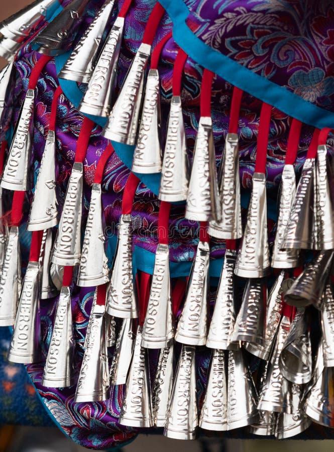Ciérrese para arriba del nativo americano Jingle Dress fotos de archivo