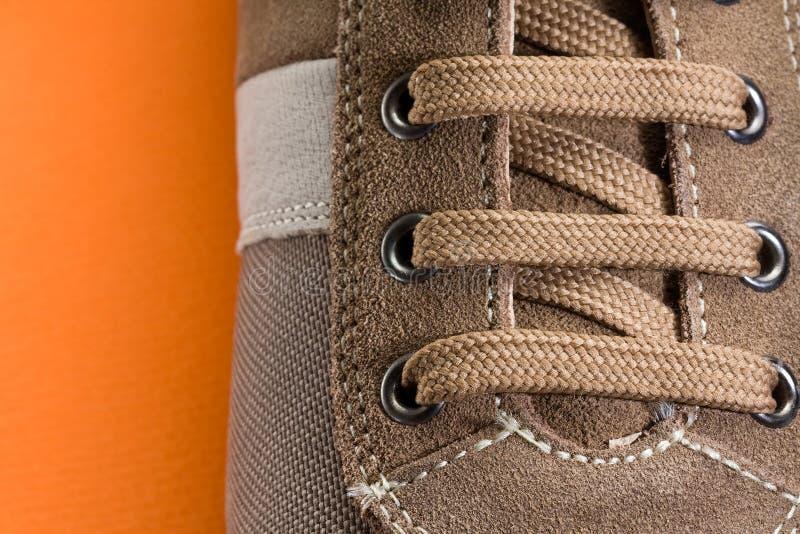 Cierre casual del zapato de Brown para arriba imagenes de archivo