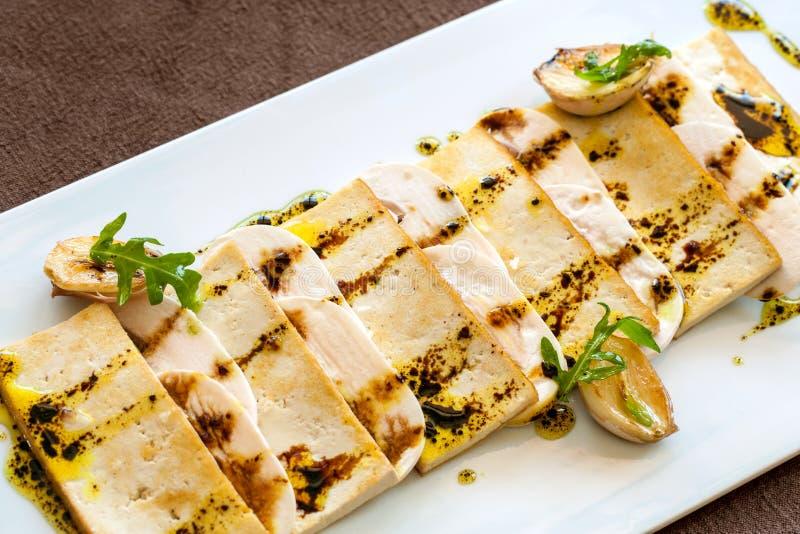 Ciérrese para arriba del queso de soja asado a la parilla. foto de archivo libre de regalías