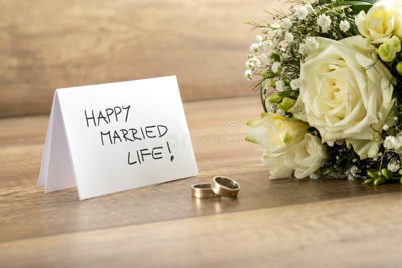Ciérrese para arriba del ramo hermoso de la novia de las flores frescas, pares de R imagen de archivo libre de regalías