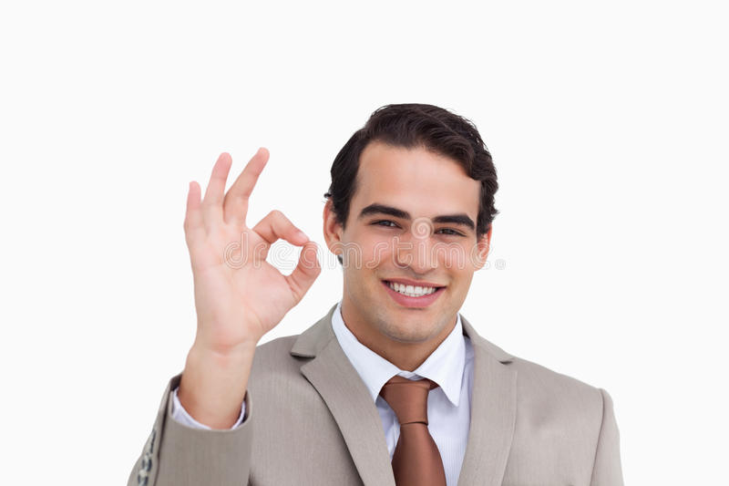 Ciérrese para arriba del vendedor sonriente que da su aprobación imagen de archivo