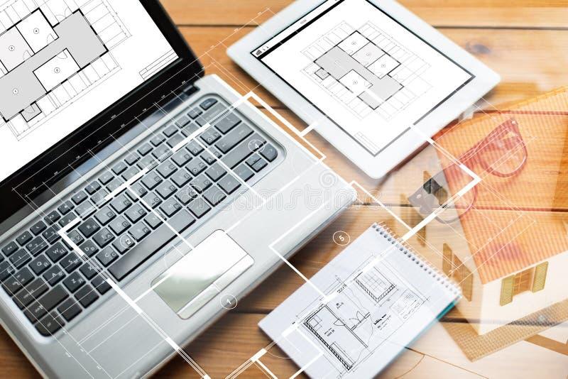 Ciérrese para arriba en del ordenador portátil, de la PC de la tableta y del cuaderno imagen de archivo