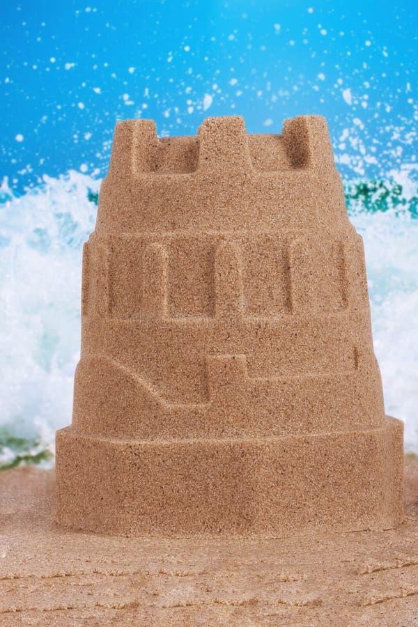 Ciérrese para arriba en un castillo de la arena en la playa imágenes de archivo libres de regalías