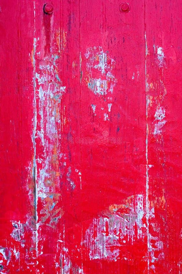 Ciérrese para arriba, puerta roja de madera vieja imagen de archivo