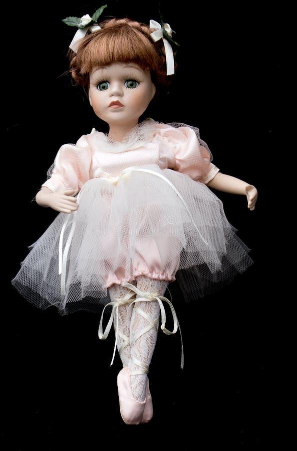 Ciérrese para arriba y bailarina aislada de la muñeca de la antigüedad del vintage vieja foto de archivo