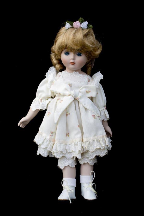 Ciérrese para arriba y muñeca vieja aislada de la antigüedad del vintage imagen de archivo