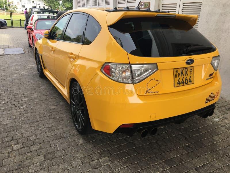 Ciò è un'automobile gialla di STI di Subaru fotografia stock libera da diritti