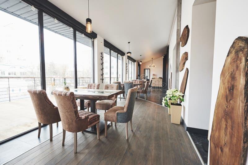 Ciò è un posto speciale per intrattenere, bello ristorante europeo nuovissimo dentro in città fotografia stock