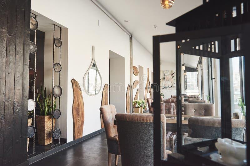 Ciò è un posto speciale per intrattenere, bello ristorante europeo nuovissimo dentro in città immagini stock