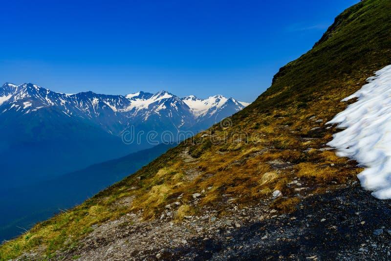 Ciąć przez Alyeska gór w Czerwcu fotografia royalty free
