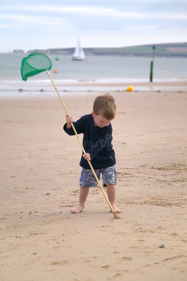 ciągnącego berbecia zrobić piasku. obrazy royalty free