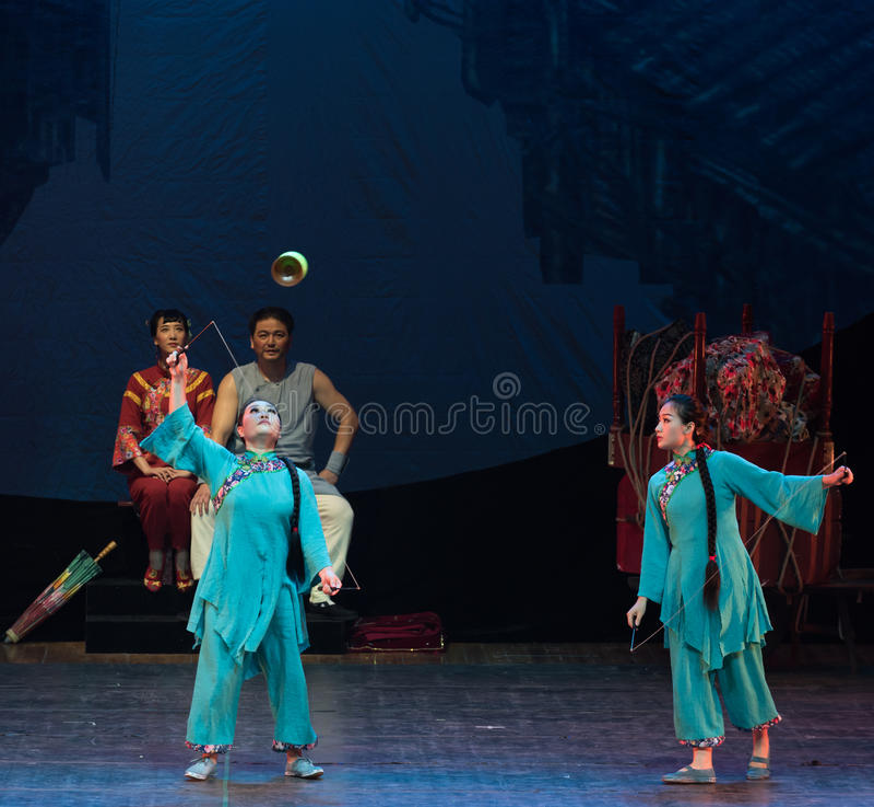 Ciągnie akrobatyczną showBaixi sen noc zdjęcia stock