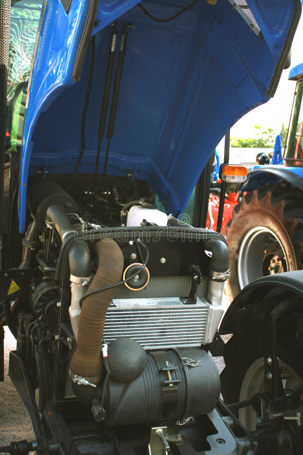 Ciągnik, rolniczy pojazd mechaniczny rozdziela, część oleju napędowego en zdjęcie royalty free