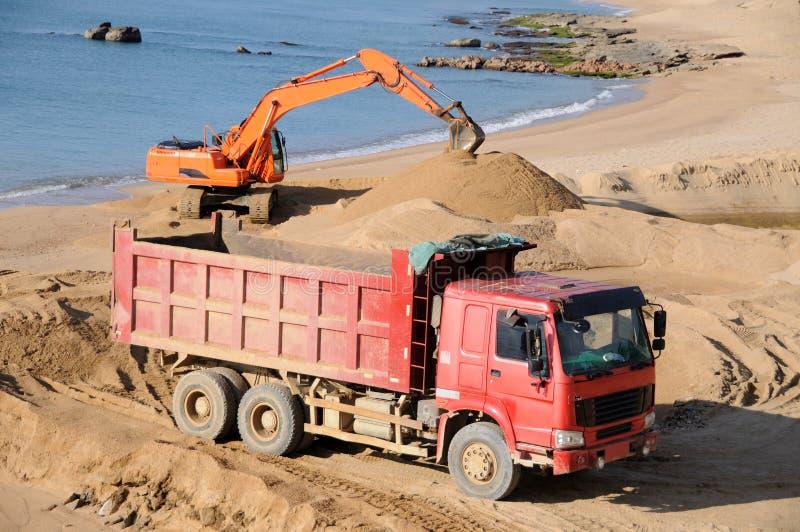 Ciężarówka i ekskawator obraz stock