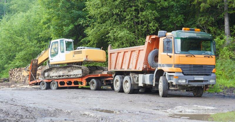 Ciężarówka i ekskawator, przemysłowa maszyna obraz stock