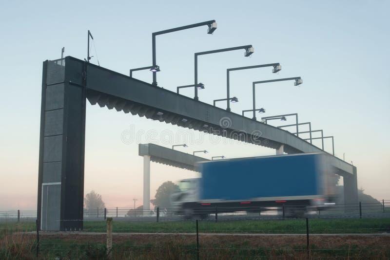 Ciężarówka i opłaty drogowa brama zdjęcia royalty free