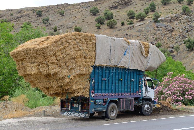 ciężarówka jest przeciążony obrazy stock