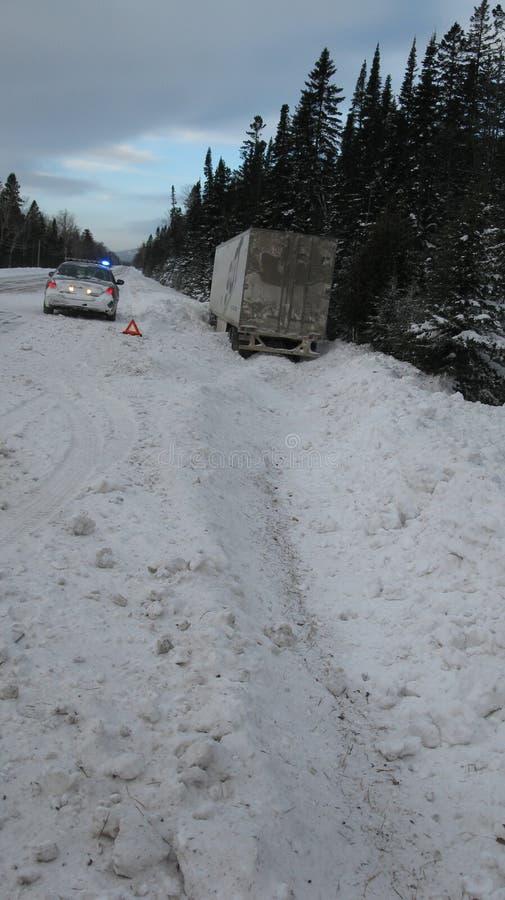 Ciężarówka wtykająca w śniegu obraz stock
