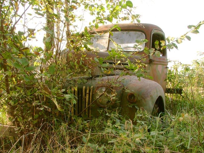 Download Ciężarówka zardzewiała obraz stock. Obraz złożonej z chrom - 31927