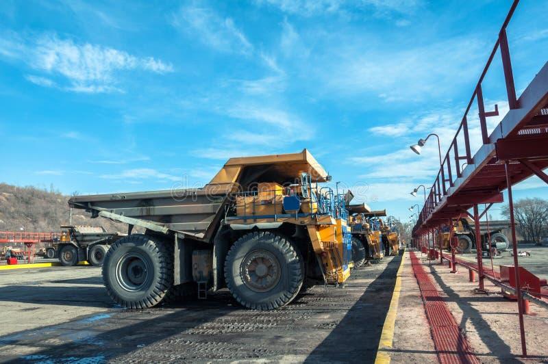 Ciężarówki przy naprawami obraz royalty free