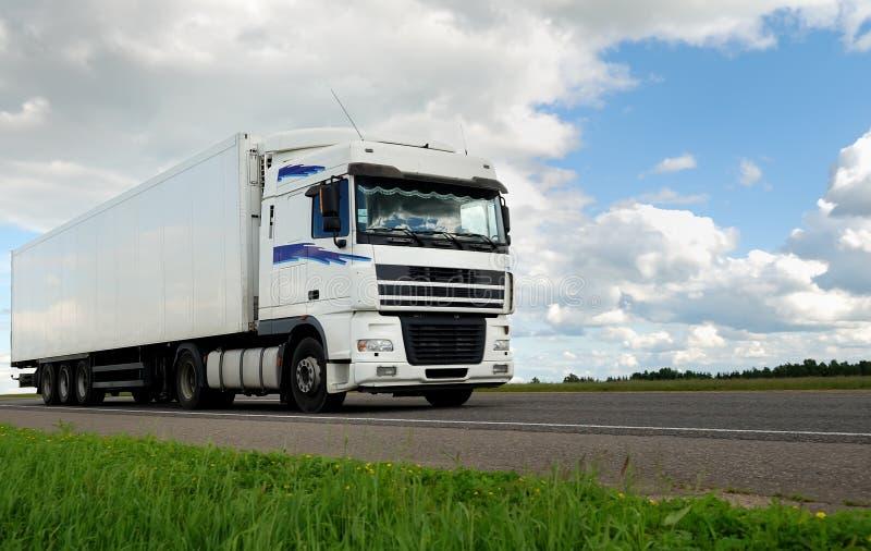 ciężarówki przyczepy biel obraz stock