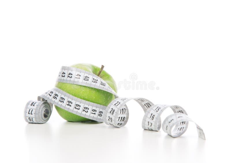 Ciężar straty pojęcia zieleni taśmy i jabłka miara zdjęcie stock