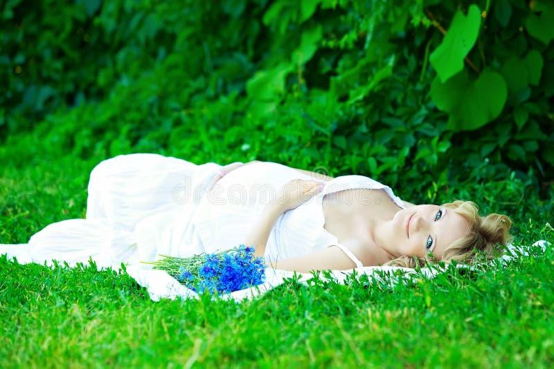 Ciężarna caucasian kobieta obrazy royalty free