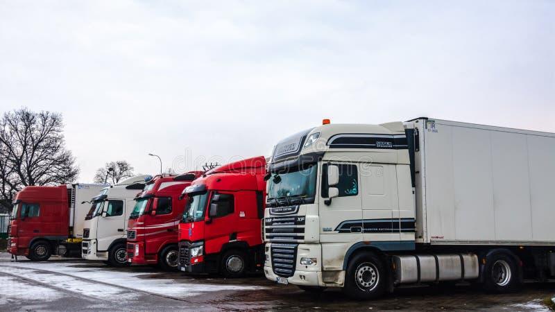 Ciężarowy parking dla długodystansowego transportu obrazy stock