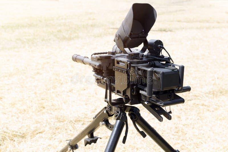 Ciężka militarna wyposażenie wystawa Snajperski karabin z bipod Wojska wyposażenie zdjęcie royalty free