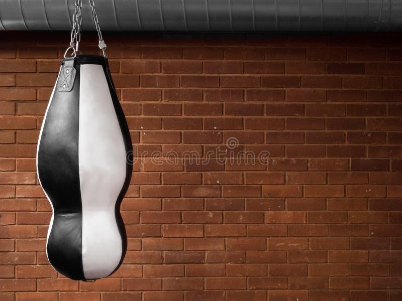 Ciężka poncza gym torba dla boksować zdjęcie stock
