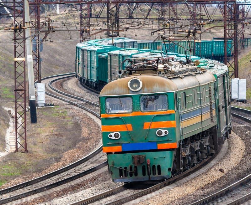 Ciężki elektryczny pociąg towarowy obrazy royalty free