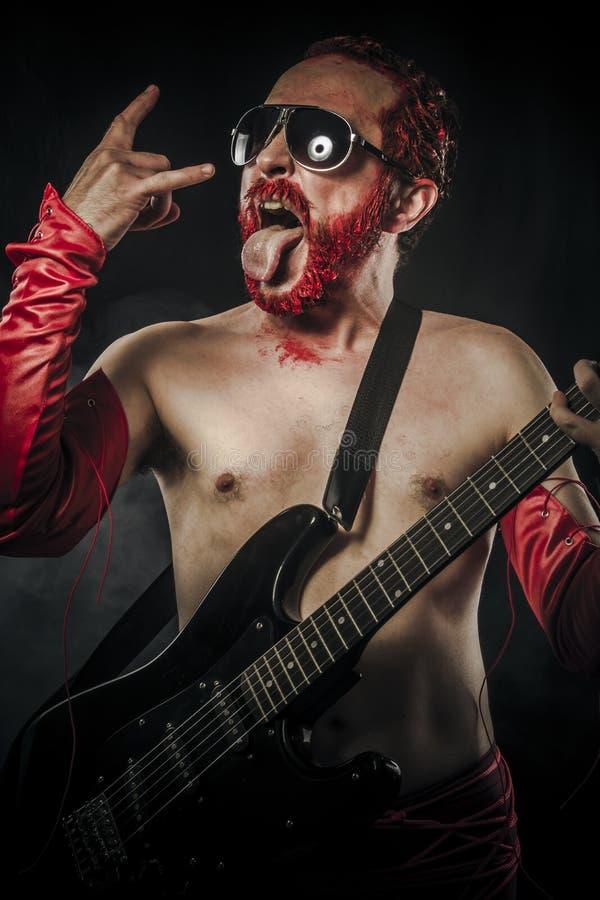 Ciężki metal. Gwiazda rocka bawić się solo na gitarze obrazy stock
