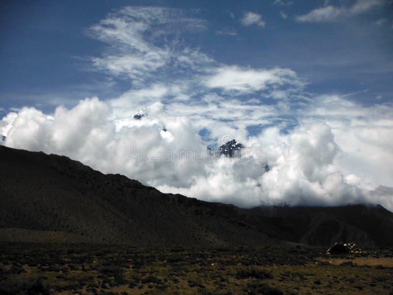 Ciężki monsun Chmurnieje przed Himalajskimi szczytami obrazy stock