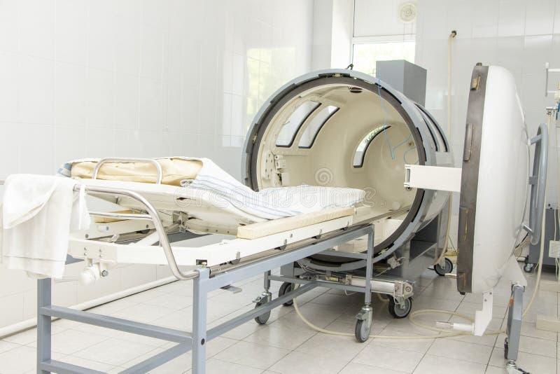 Ciśnieniowa sala w klinika szpitalu procedura dla penetracji powietrze w ciało pod presją obraz royalty free