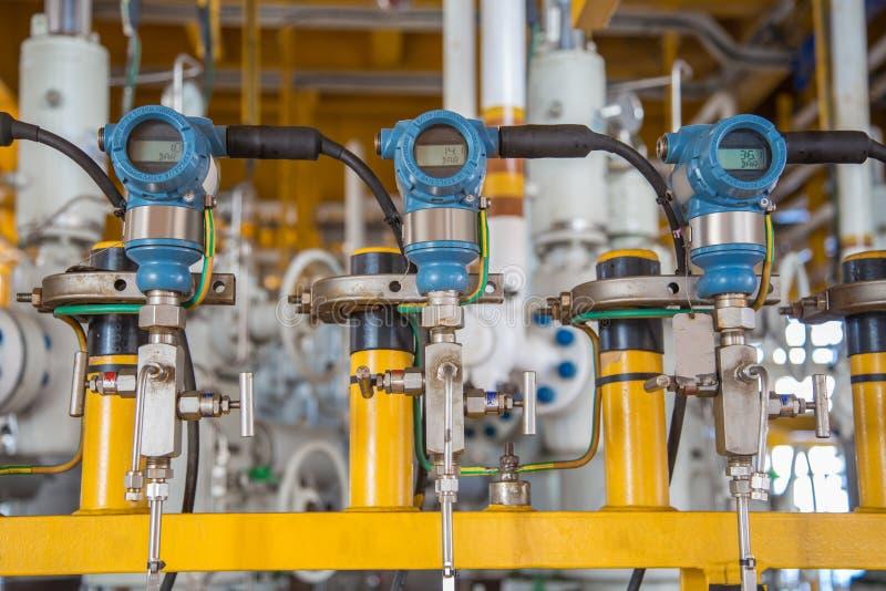 Ciśnieniowy nadajnik dla monitoru i wysyłająca pomiarowa wartość programmable logika kontrolera PLC kontrolować ropa i gaz proces zdjęcia stock