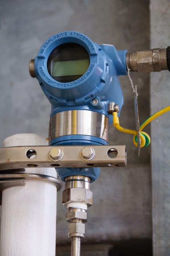 Ciśnieniowy nadajnik w ropa i gaz procesie, wysyła sygnał kontrolera i czytania nacisk w systemu obrazy stock