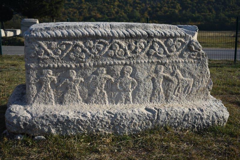 Ci célèbre de ‡ de steÄ dans la nécropole médiévale de Radimlja images libres de droits