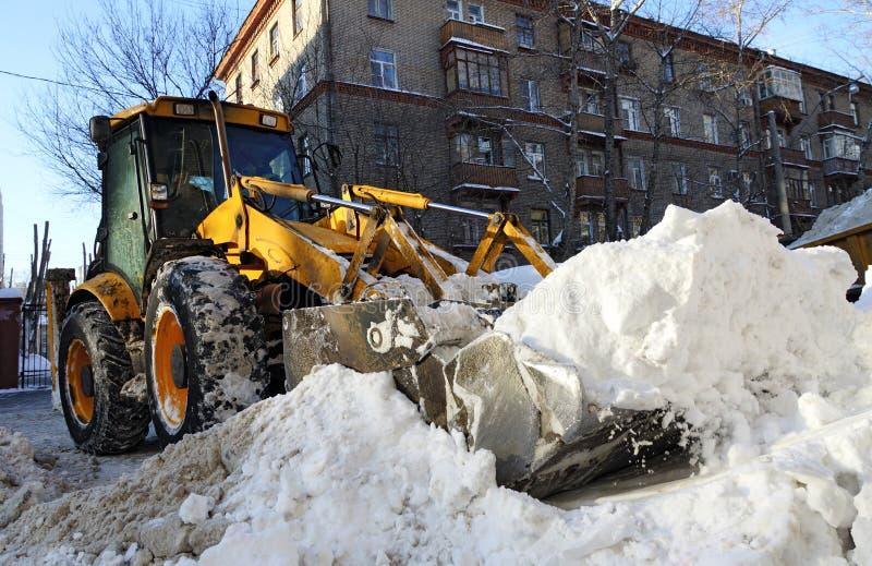 Download Ciągnik zdjęcie stock. Obraz złożonej z lód, technologia - 28962738