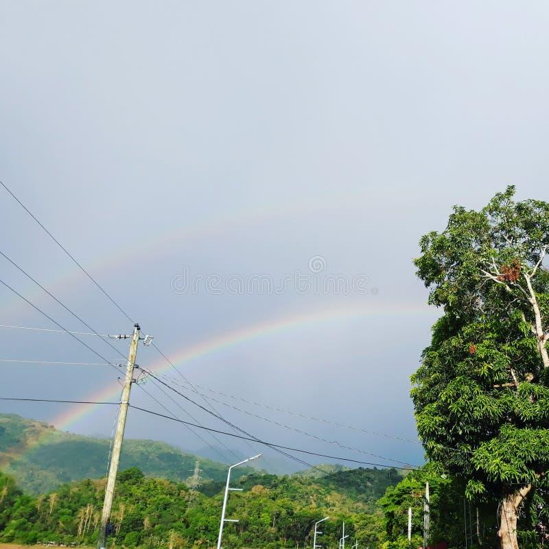 Ci sono sempre arcobaleni dopo la pioggia fotografie stock