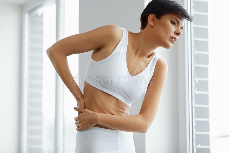 Ciało ból Piękny kobiety uczucia ból W plecy, Backache zdjęcie stock