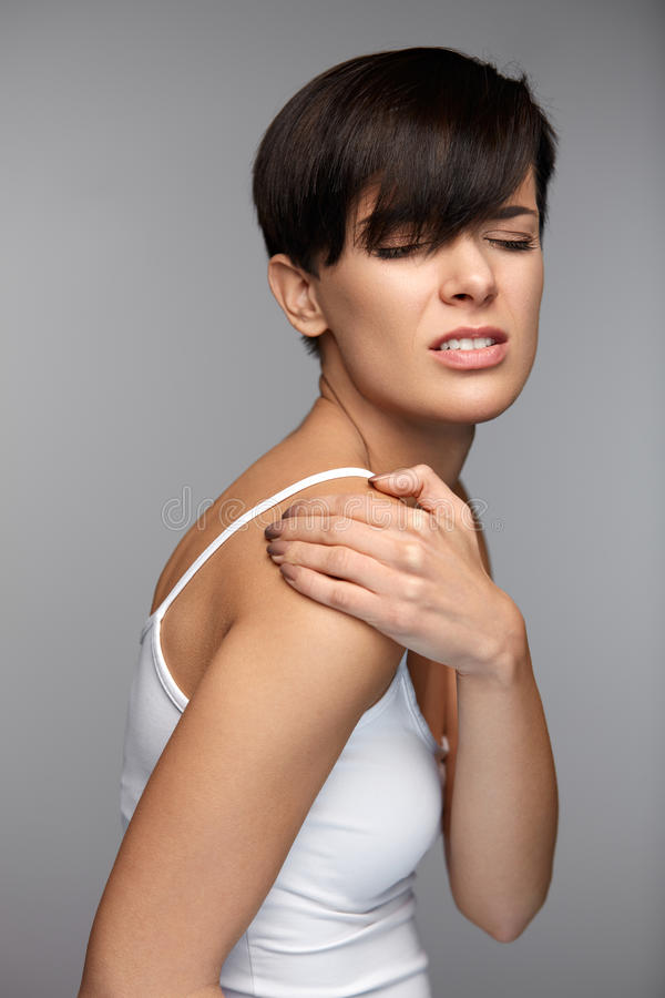 Ciało ból Piękny kobiety uczucia ból W ramionach I rękach zdjęcie royalty free