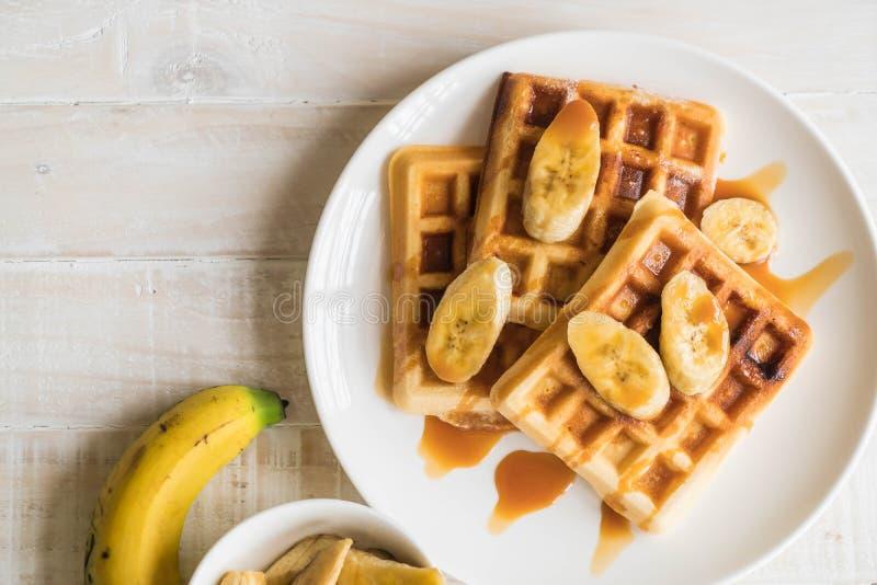 cialda della banana con caramello immagine stock libera da diritti