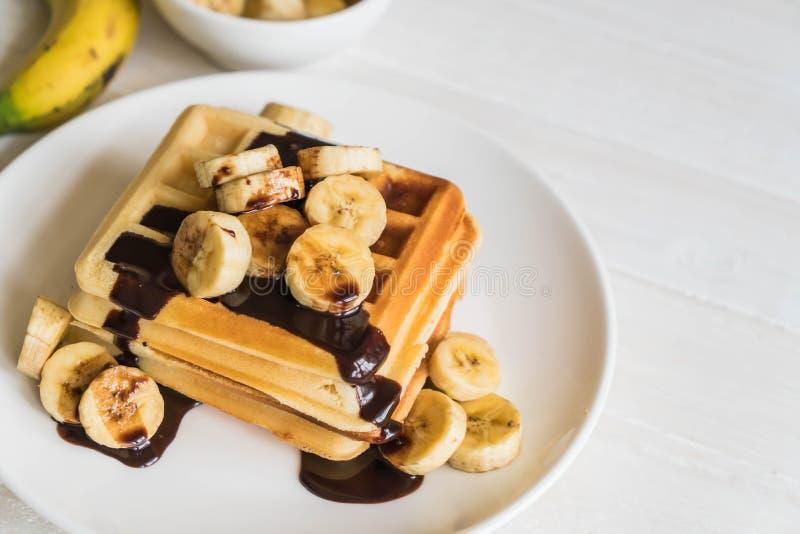 cialda della banana con cioccolato fotografie stock libere da diritti